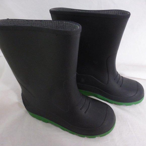 Made In Canada boy's black rain boots size 2 EUC